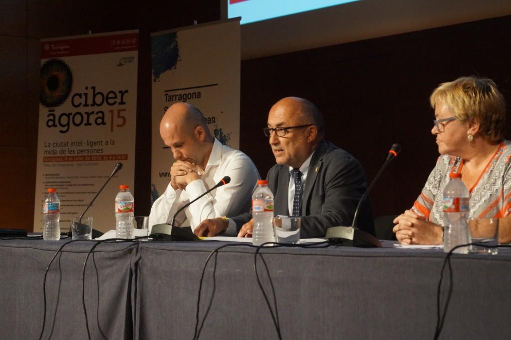 El Tinent d'Alcalde d'Educació, Ocupació i Desenvolupament Econòmic, Francesc Roca, ha estat l'encarregat d'inaugurar aquesta nova edició Ciberàgora.
