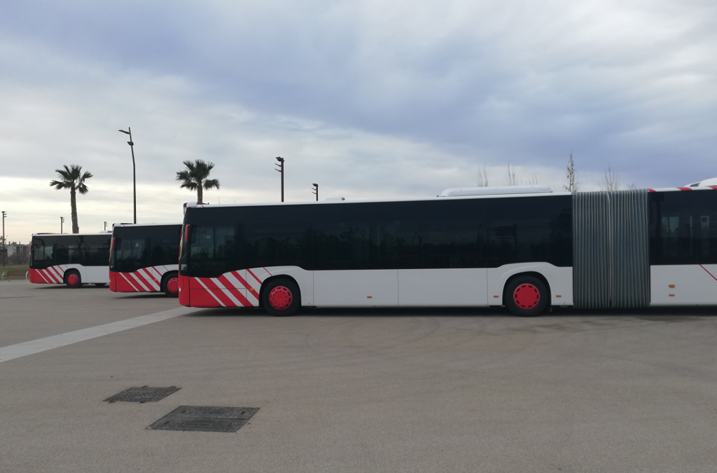 Fins a 5 mil usuaris han adquirit ja la targeta per a la gratuïtat bus de l'EMT que estrena 3 busos articulats
